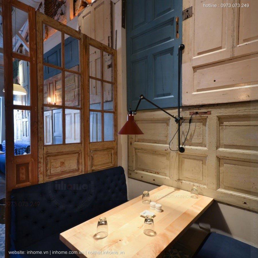 Nhà hàng trang trí bằng 200 cánh cửa